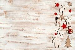 与木装饰的破旧的圣诞节 库存图片