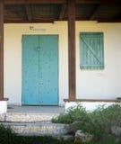 与木头的门面关闭Pardes哈纳 免版税库存照片