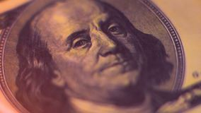 与本杰明・富兰克林画象的一百美元票据着火 影视素材