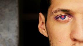 与机器人眼睛2的年轻男性transhumanist 影视素材