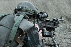 与机枪M240的罗马尼亚步兵 库存图片