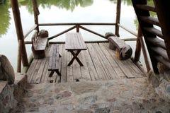 与机盖的木眺望台 免版税库存图片