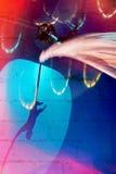 与杂技演员的抽象蓝色和红色背景 免版税图库摄影