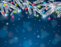 与杉木枝杈和圣诞节球, ve的背景 免版税图库摄影