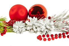 与杉树分支的新年构成与红色球和雀鳝 图库摄影