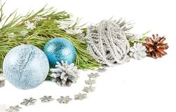 与杉树分支,美好的银bal的圣诞节构成 免版税库存图片