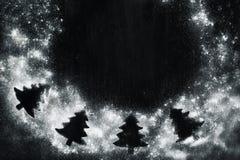 与杉树剪影的圣诞节框架 图库摄影