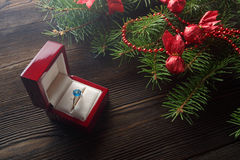 与杉树的圣诞节木背景 免版税库存照片