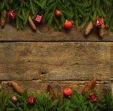 与杉树的圣诞节边界分支,锥体和圣诞节12月 库存照片