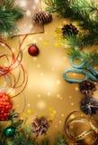与杉树的欢乐圣诞节背景分支,锥体,星 免版税图库摄影
