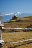 与村庄的农村风景 免版税图库摄影