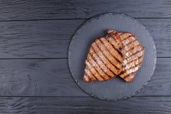与条纹的两块烤牛排 免版税库存照片