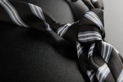 与条纹的领带结 免版税图库摄影
