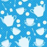 与杯子、茶壶和春黄菊的无缝的样式 图库摄影