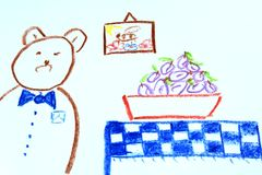 与板材的一头熊有很多在孩子` s图画的李子 免版税库存照片