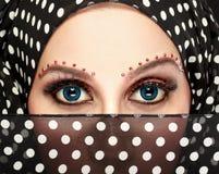 与构成的美丽的妇女眼睛 免版税库存照片