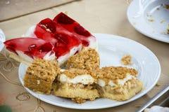 与果冻和苹果饼的蛋糕 免版税库存照片