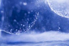 与果冻球、泡影和光的抽象水下的构成 库存图片