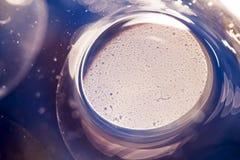 与果冻球、泡影和光的抽象水下的比赛 库存照片