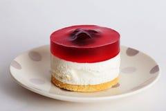与果冻的红色蛋糕层数 免版税库存图片