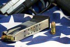 与枪的子弹截去-开枪权利概念 免版税库存图片