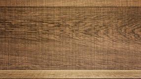 与架子柜台的木表面显示的 免版税库存照片