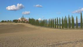 与柏胡同,晴朗的9月天的老别墅 意大利托斯卡纳 股票录像