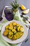 与柠檬味的油煎的夏南瓜 库存照片