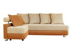与查出的织品室内装潢的布朗沙发 免版税库存图片