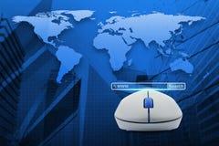 与查寻万维网按钮的无线计算机老鼠在地图和城市 免版税库存照片