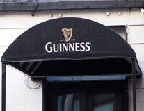 与标志的报道的入口在都伯林爱尔兰 库存照片