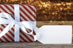 与标签和拷贝空间的大气圣诞节礼物 免版税库存照片