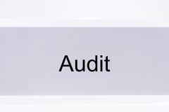 与标签审计的办公室文件夹 免版税库存图片