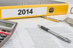 与标签的一个文件夹2014年 免版税图库摄影