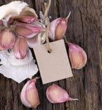 与标签的新鲜的大蒜 免版税图库摄影