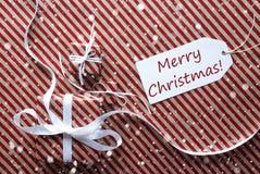 与标签的礼物,雪花,文本圣诞快乐 免版税库存照片