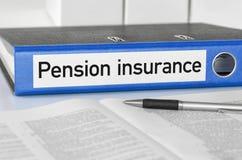 与标签退休金保险的蓝色文件夹 图库摄影
