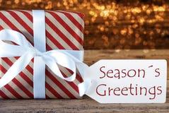 与标签,季节问候的大气圣诞节礼物 库存图片