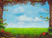 与树、草、蝴蝶和云彩的美好的森林地场面 免版税库存照片