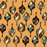 与树的无缝的样式在赭色背景 免版税库存图片