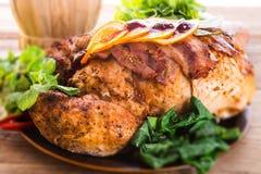 与栗子装填的被烘烤的火鸡和桔子 免版税库存图片