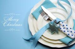与样品文本的水色蓝色圣诞快乐餐位餐具 免版税图库摄影