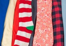 与样式的许多五颜六色的织品布料纹理 图库摄影
