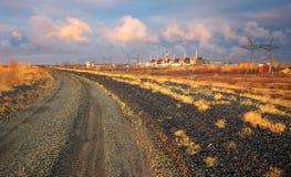 与核能和路的风景 免版税库存照片