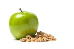 与格兰诺拉麦片的绿色苹果 免版税库存照片