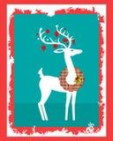 与格子花呢披肩花圈的鹿在他的脖子上 免版税图库摄影