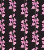 与桃红色会开蓝色钟形花的草的无缝的纹理 免版税库存图片