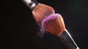 与桃红色化妆粉末的化妆刷子 影视素材