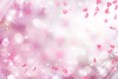 与桃红色和白色的模糊的紫色背景和心脏在华伦泰` s天,婚礼,假日,闪闪发光, bokeh