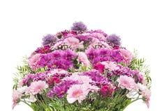 与桃红色夏天花的大花花束,被隔绝 免版税库存图片